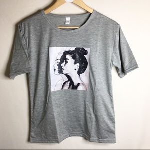 Tops - Heather Gray T-shirt with classic elegant profile